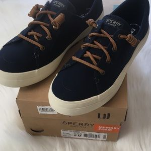 NWT Sperry Women's Crest Vibe navy 9M